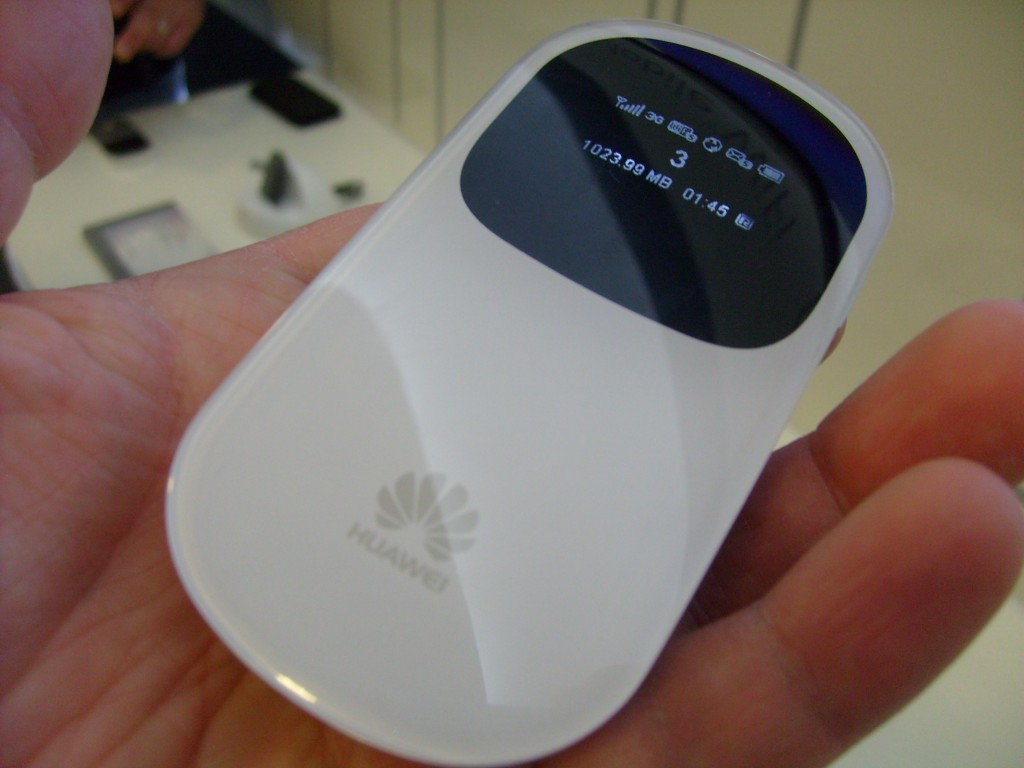 Huawei HiLink and Mobile WiFi Smartpro   Up close