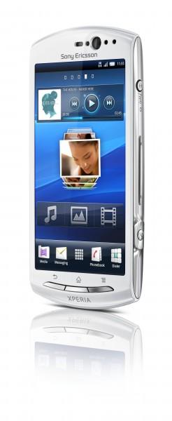 Xperia Neo V Front40 White 246x600