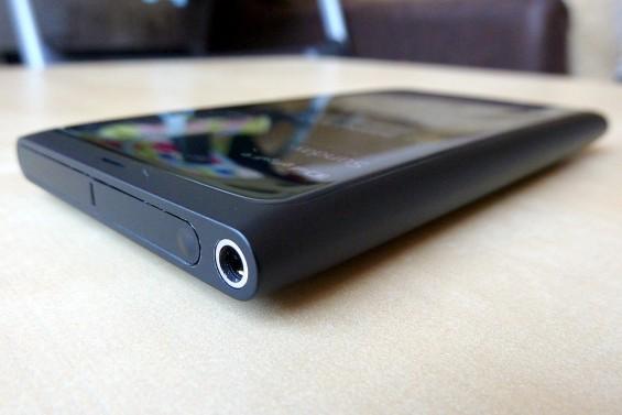 Nokia N9 side 1