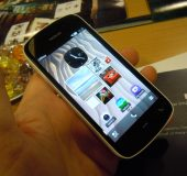 MWC   Nokia PureView 808 Hands On