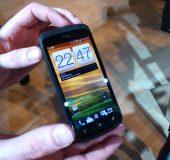 MWC   HTC One S Up close