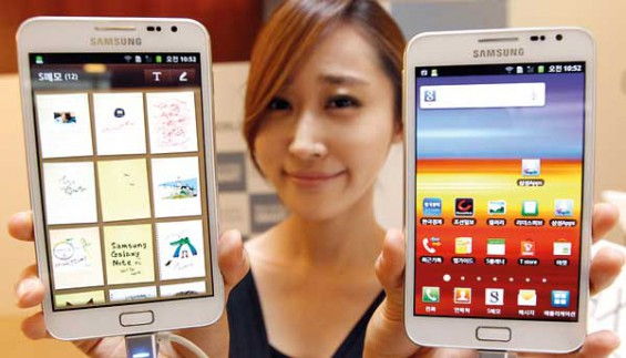 A model poses with Galaxy Note of Samsung Electronics during a local launch event for Samsungs mobile devices at the companys headquarters in Seoul