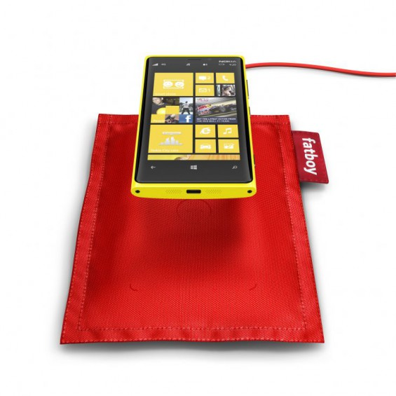 700 fatboy rechargeable pillow dt 901 with nokia lumia 920