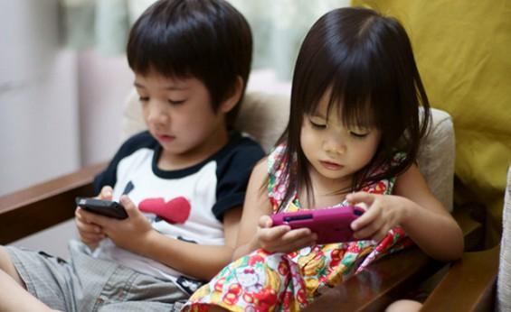 japan kids children smartphone