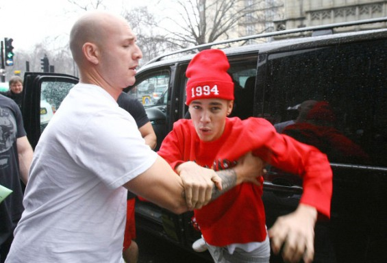 Justin Bieber Fights Photog