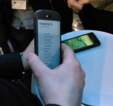 Read texts on your backside with a dual screen on the Yotaphone