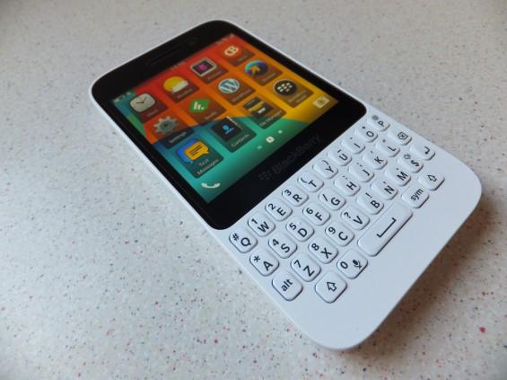 BlackBerry Q5 Pic3