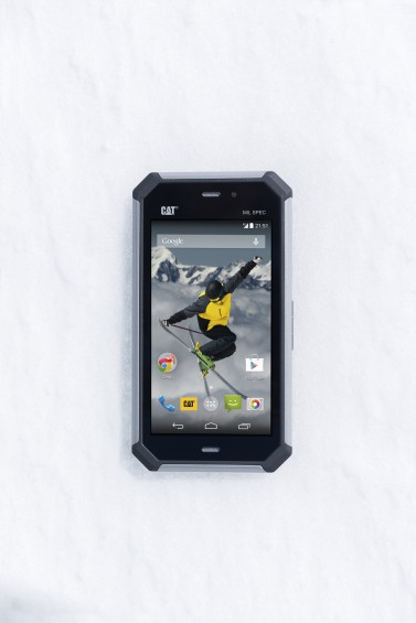 Cat S50 Front Snow&Skier1