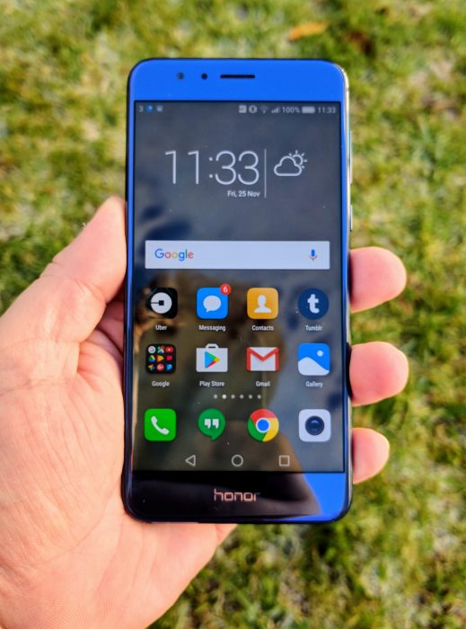 honor 8 in hand