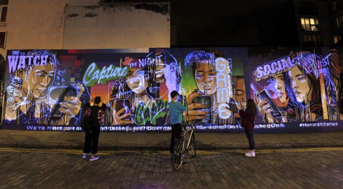 evolving mural london smartphones08625270818.jpg