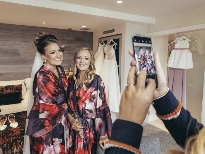 Snapping your wedding photos on a Huawei P30 Pro